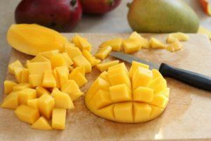Как почистить фрукт