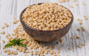 Кедровый орех: полезные свойства, противопоказания, польза и вред