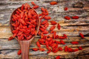 Кизил сушеный: полезные свойства, противопоказания, польза и вред