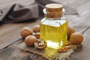 Грецкое масло: полезные свойства, противопоказания, польза и вред