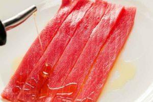 Маринование тунца — способ сделать его сочнее