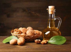 Масло грецкого ореха: полезные свойства, противопоказания, польза и вред
