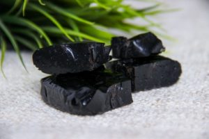 Мумие алтайское: полезные свойства, противопоказания, польза и вред