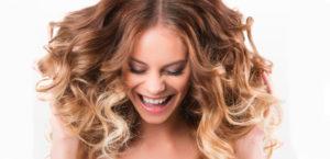 Обесцвечивание и подкручивание волос