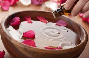 Розовое масло в косметологии и парфюмерии