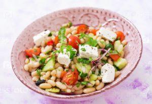 Салат из фасоли и сельдерея