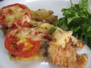 Скумбрия, запечённая в духовке с кабачками и помидорами