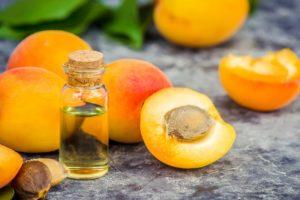 Состав и польза масла из абрикосовых косточек для кожи
