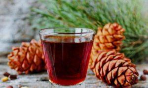Чем полезна кедровка — настойка на кедровых орешках?