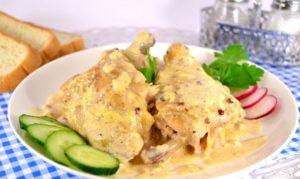 Курица всырном соусе