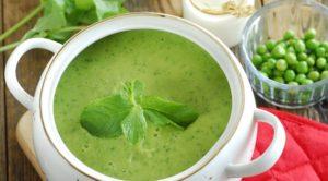 Суп-пюре из зелёного горошка и лука-порея